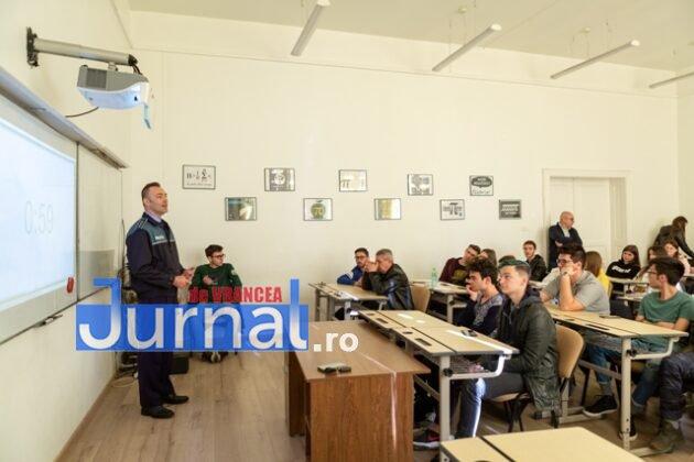 proiect inedit politie isj3 630x420 - FOTO-VIDEO: Proiect inedit al unei școli de șoferi, care susține introducerea educației rutiere în școli. Poliția și IȘJ, parteneri în proiect