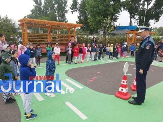 educatie rutiera velo park1 560x420 - FOTO: Lecții pentru micii biciliști de la polițiști, la Velo Park