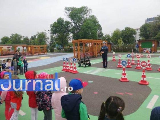 educatie rutiera velo park3 560x420 - FOTO: Lecții pentru micii biciliști de la polițiști, la Velo Park