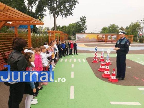 educatie rutiera velo park7 560x420 - FOTO: Lecții pentru micii biciliști de la polițiști, la Velo Park