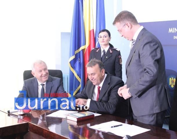 Investire prefect ticu constandache2 - FOTO: Ticu Constandache, învestit oficial prefect