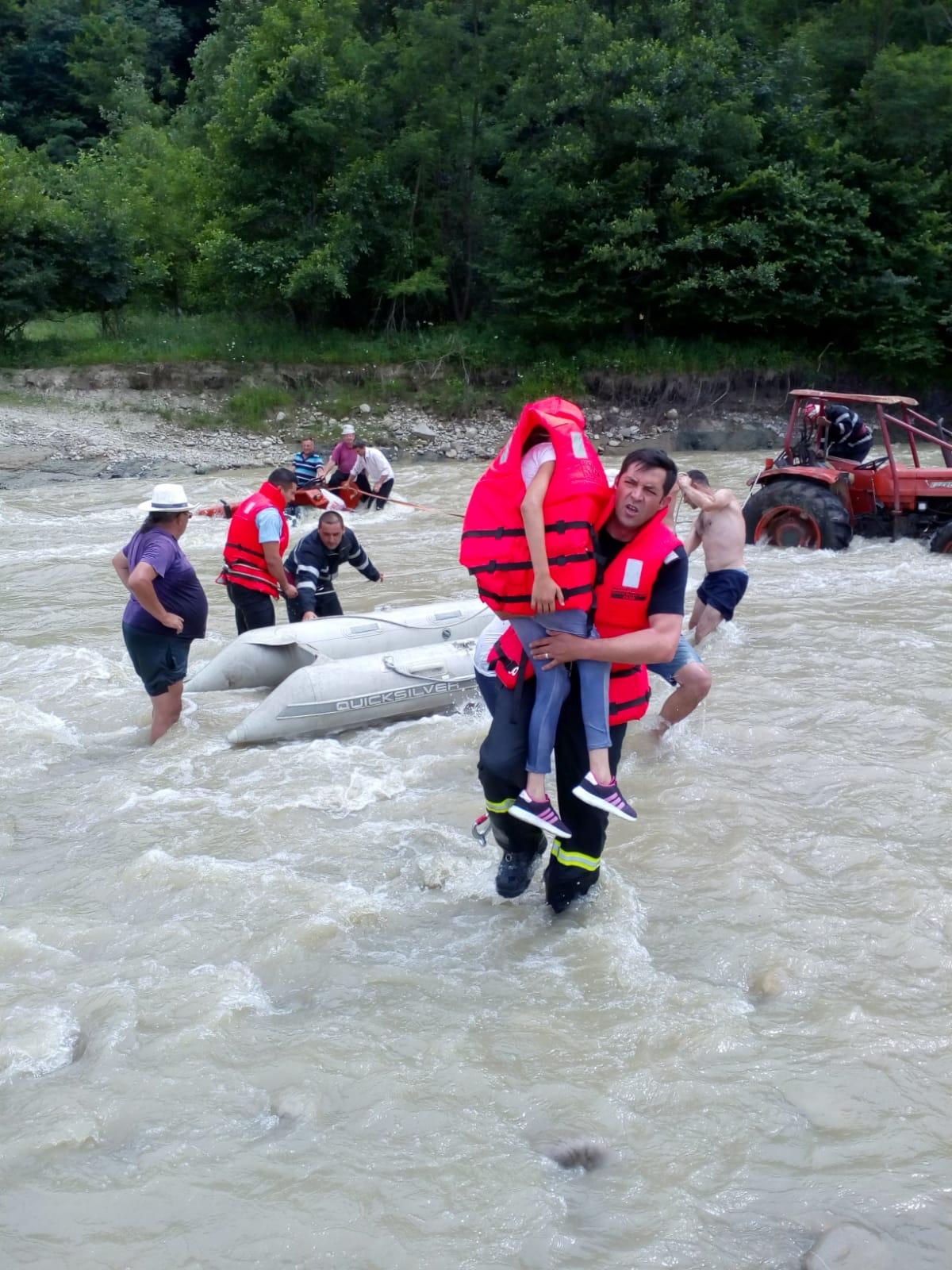 WhatsApp Image 2019 06 24 at 21.09.57 - FOTO: Cum au fost salvați cinci oameni din mijlocul râului Putna