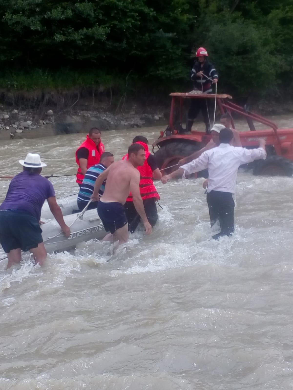 WhatsApp Image 2019 06 24 at 21.09.58 - FOTO: Cum au fost salvați cinci oameni din mijlocul râului Putna