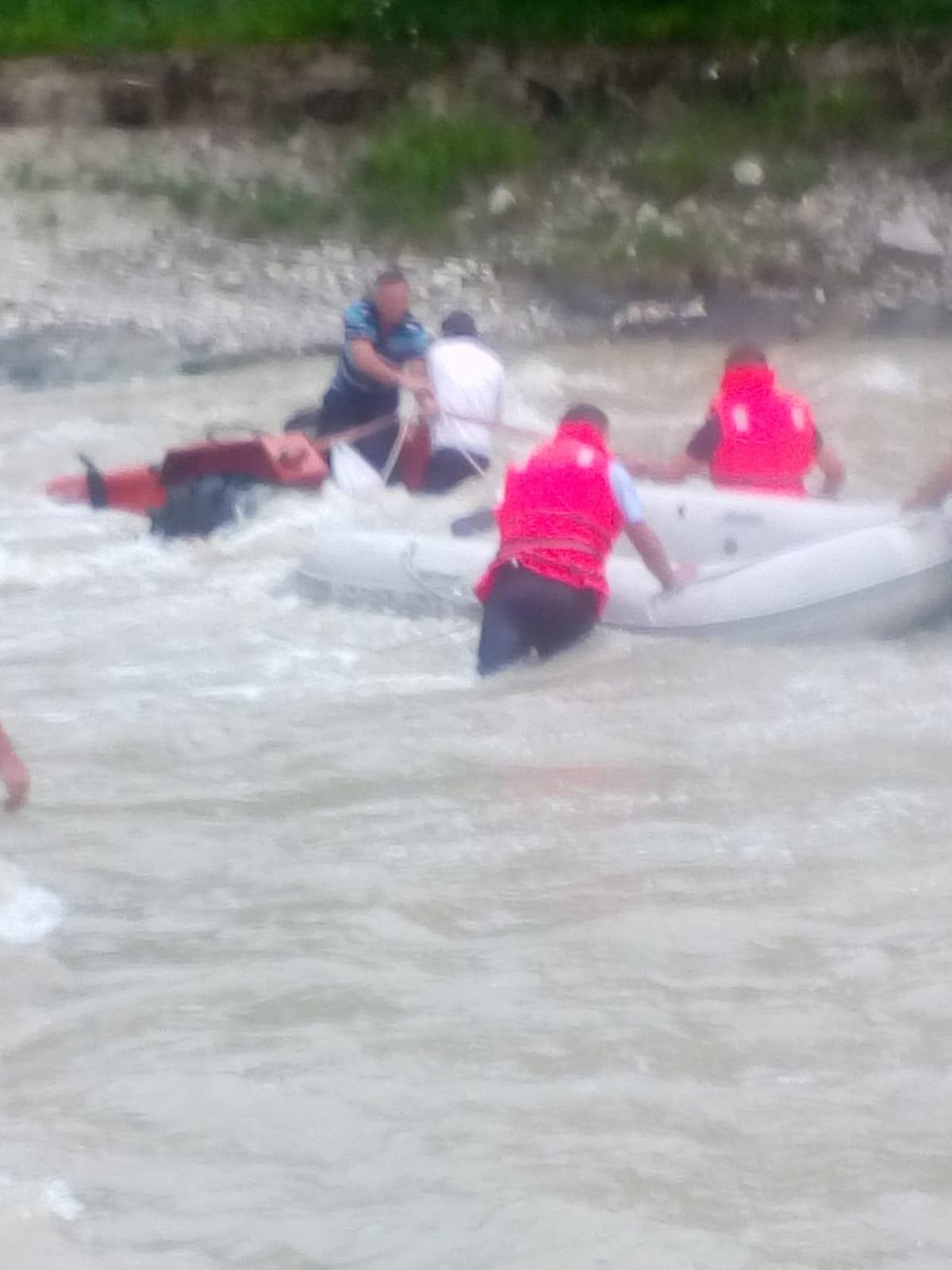 WhatsApp Image 2019 06 24 at 21.09.59 - FOTO: Cum au fost salvați cinci oameni din mijlocul râului Putna