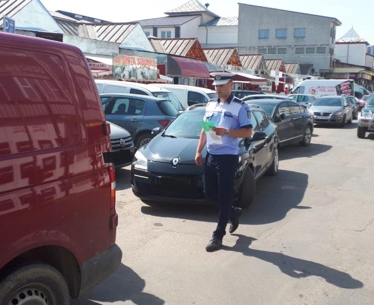 actiune piata moldovei tigari 2 - FOTO: Amplă acțiune a poliției în Piața Moldovei. Ce au descoperit polițiștii