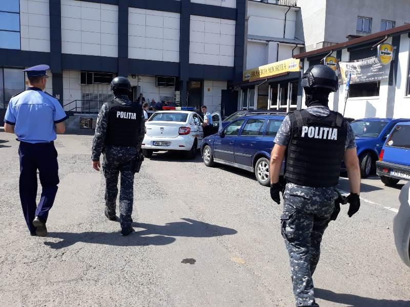 actiune piata moldovei tigari 5 - FOTO: Amplă acțiune a poliției în Piața Moldovei. Ce au descoperit polițiștii