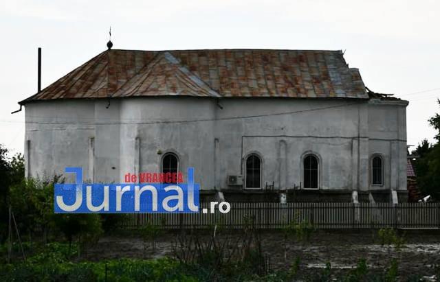 biserica ciorasti turla darmata2 - FOTO: Furtuna de aseară a dărâmat turla bisericii din Ciorăști