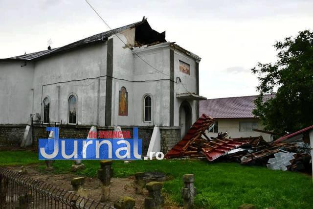 biserica ciorasti turla darmata3 - FOTO: Furtuna de aseară a dărâmat turla bisericii din Ciorăști