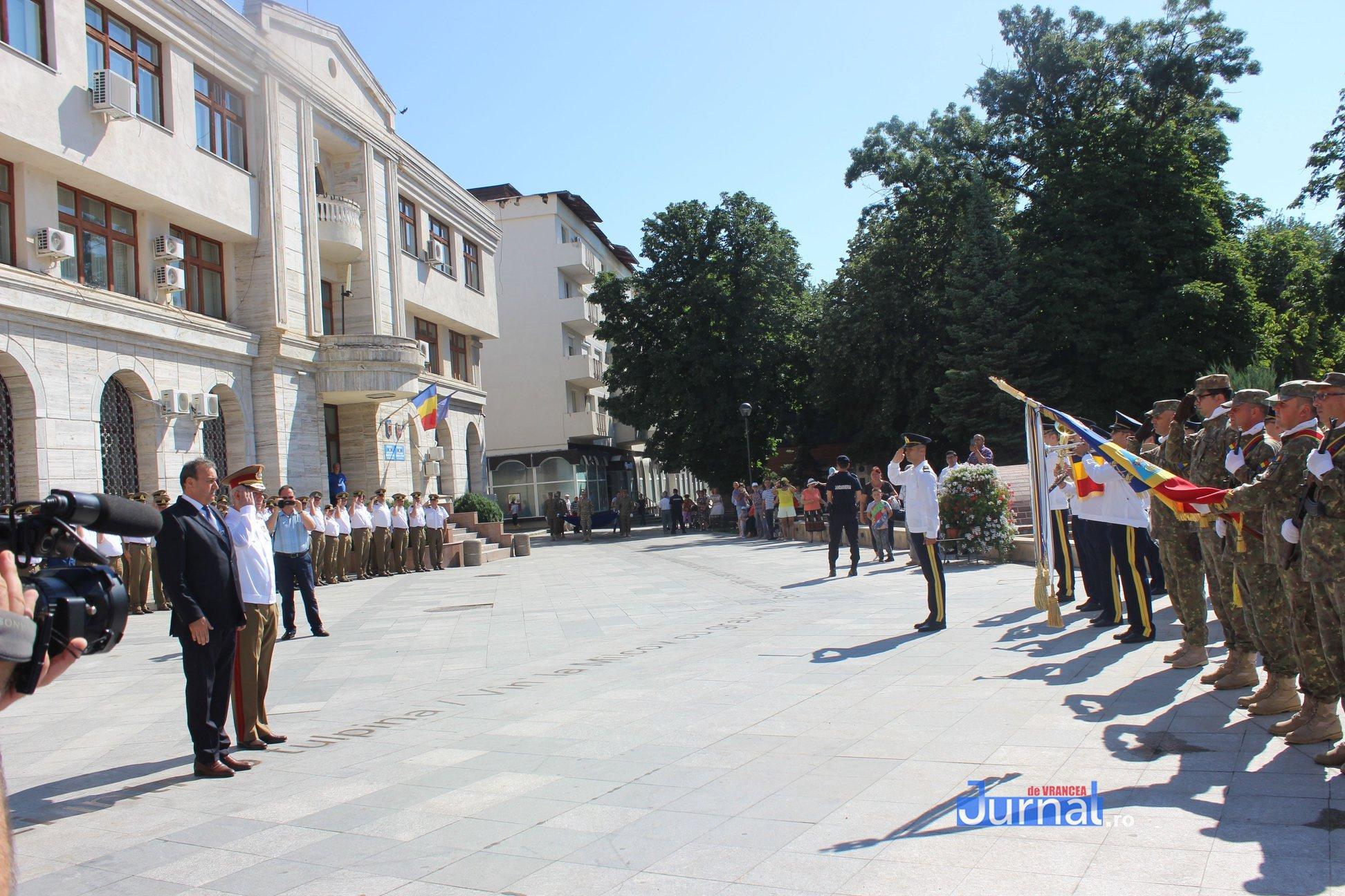 drapel 1 - GALERIE FOTO: Ceremonie la Focșani de Ziua Drapelului
