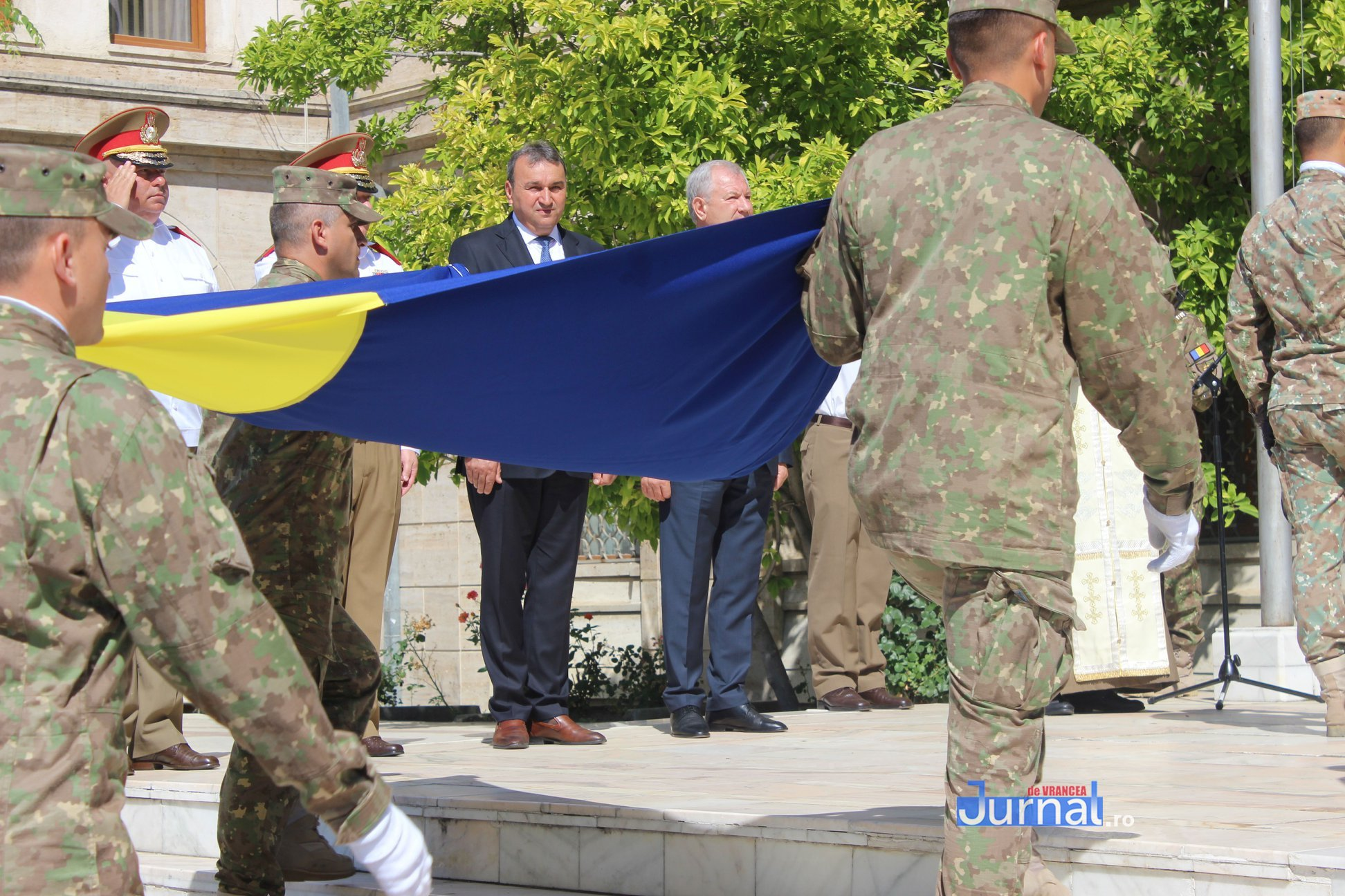 drapel 2 - GALERIE FOTO: Ceremonie la Focșani de Ziua Drapelului