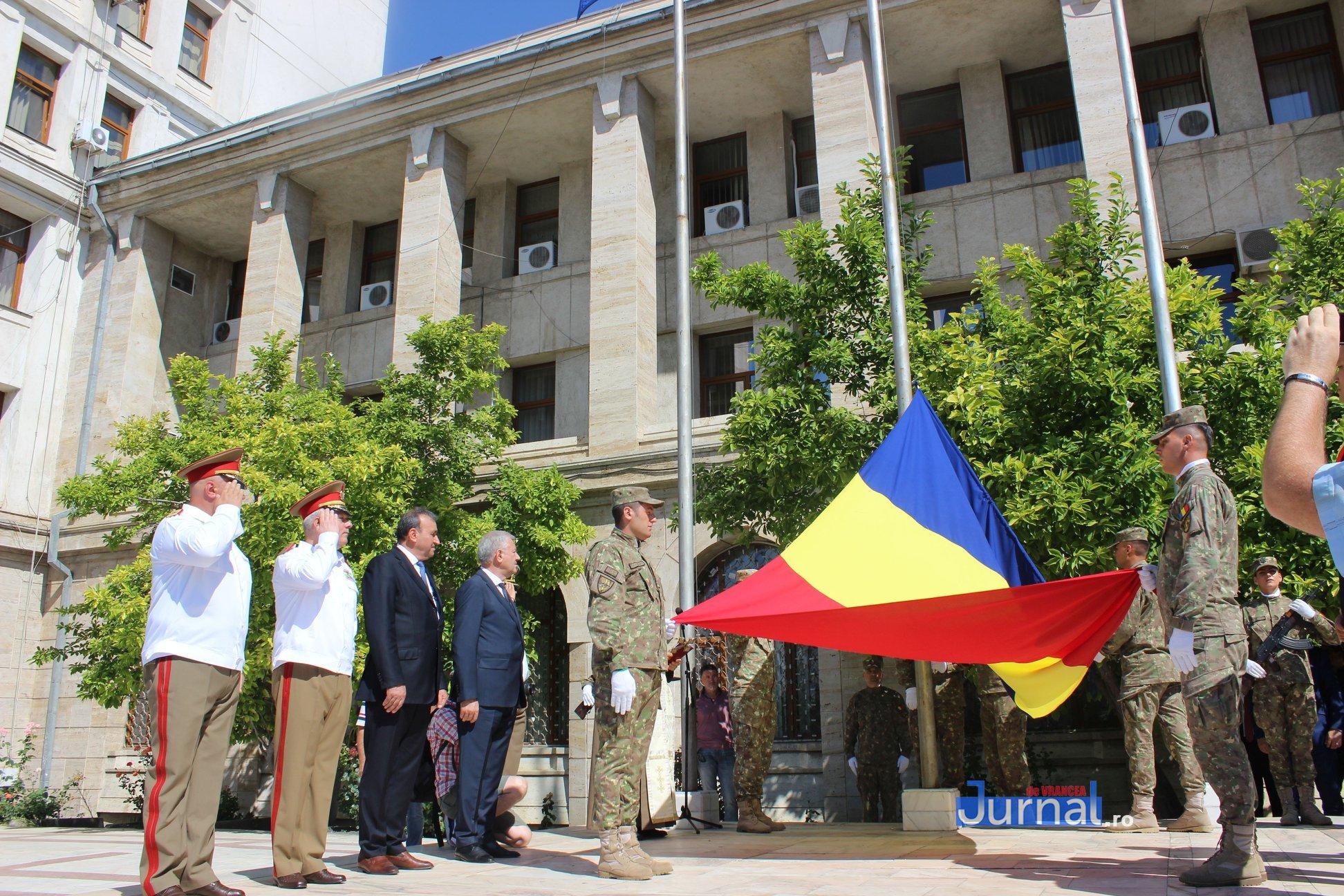 drapel 3 - GALERIE FOTO: Ceremonie la Focșani de Ziua Drapelului