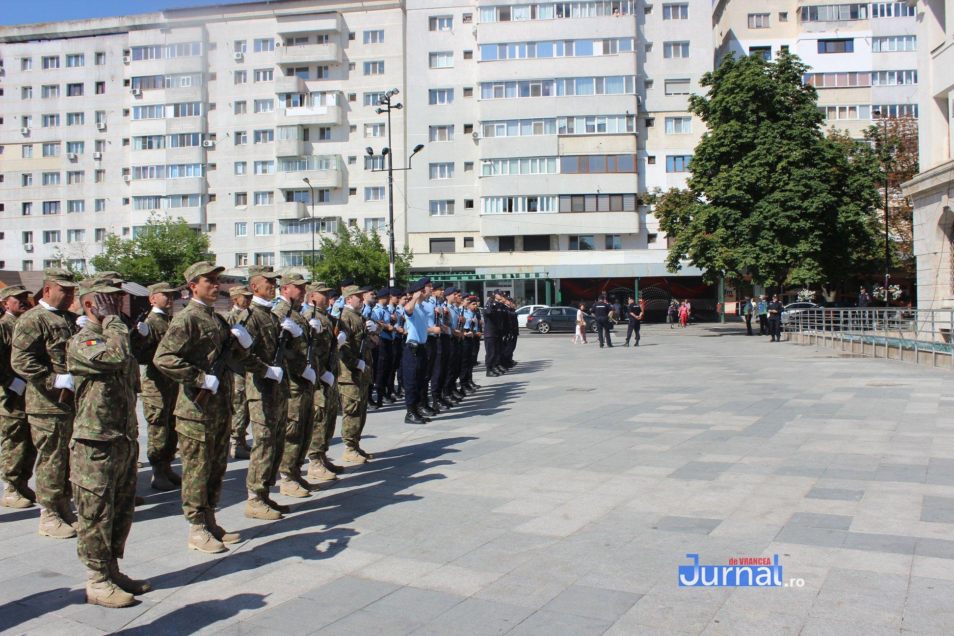 drapel 5 - GALERIE FOTO: Ceremonie la Focșani de Ziua Drapelului