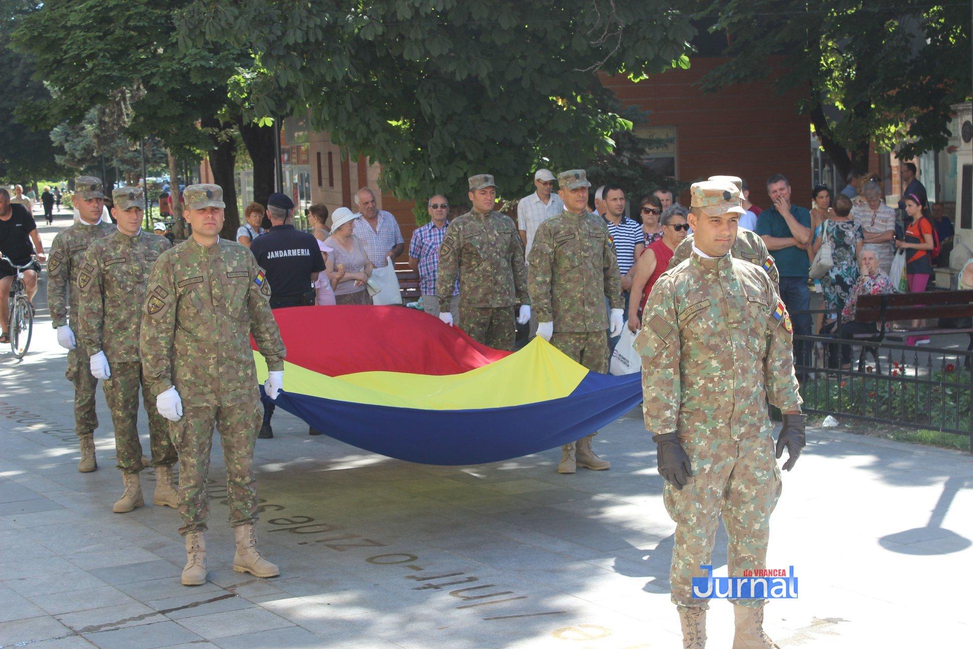 drapel 6 - GALERIE FOTO: Ceremonie la Focșani de Ziua Drapelului