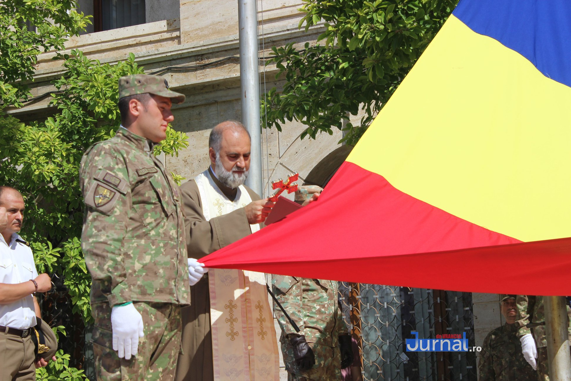 drapel 8 - GALERIE FOTO: Ceremonie la Focșani de Ziua Drapelului