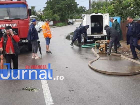 inundatii svsu odobesti1 560x420 - GALERIE FOTO: Intervenții ale voluntarilor pentru evacuarea apei în trei localități