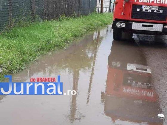 inundatii svsu odobesti10 560x420 - GALERIE FOTO: Intervenții ale voluntarilor pentru evacuarea apei în trei localități