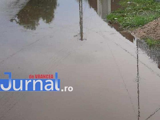 inundatii svsu odobesti11 560x420 - GALERIE FOTO: Intervenții ale voluntarilor pentru evacuarea apei în trei localități