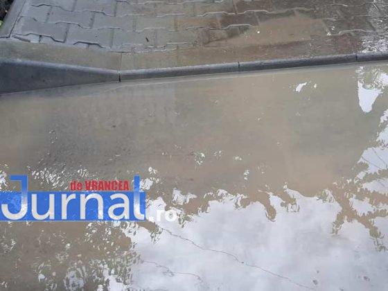 inundatii svsu odobesti5 560x420 - GALERIE FOTO: Intervenții ale voluntarilor pentru evacuarea apei în trei localități