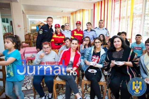 jandarmi politisti pompieri vranceni copii tabara Galaciuc10 630x420 - GALERIE FOTO: Jandarmi, polițişti şi pompieri vrânceni alături de copii în Tabăra Gălăciuc
