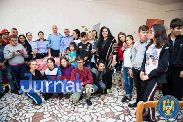 jandarmi politisti pompieri vranceni copii tabara Galaciuc9 630x420 - GALERIE FOTO: Jandarmi, polițişti şi pompieri vrânceni alături de copii în Tabăra Gălăciuc