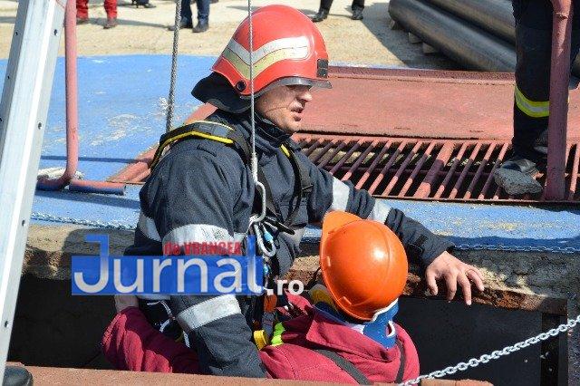 pompierul lunii mai2 - FOTO: Pompierul lunii Mai a acționat pentru evitarea unei explozii devastatoare