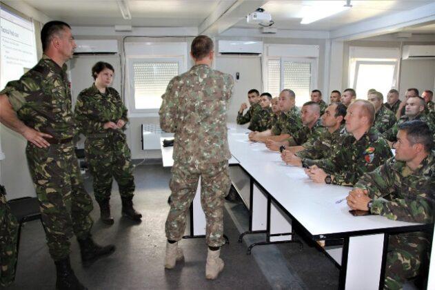 """salvatorii de vieti cincu militari brigada 8 larom1 631x420 - FOTO: """"Salvatorii de vieţi"""" din Cincu"""