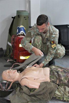 """salvatorii de vieti cincu militari brigada 8 larom5 280x420 - FOTO: """"Salvatorii de vieţi"""" din Cincu"""