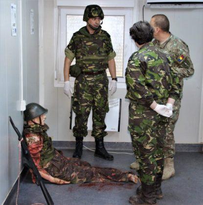"""salvatorii de vieti cincu militari brigada 8 larom7 415x420 - FOTO: """"Salvatorii de vieţi"""" din Cincu"""