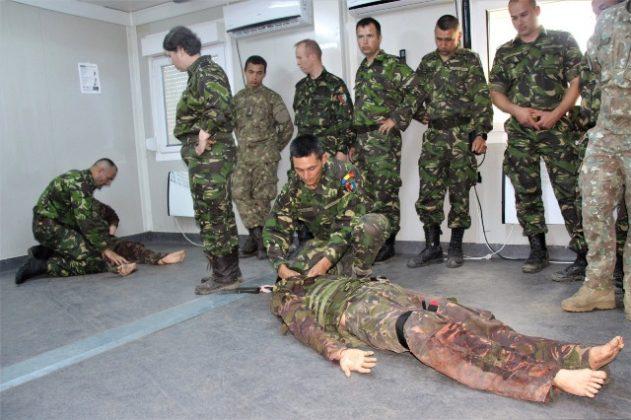 """salvatorii de vieti cincu militari brigada 8 larom8 631x420 - FOTO: """"Salvatorii de vieţi"""" din Cincu"""
