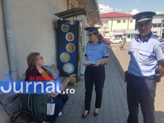 Campanie prevenire inselaciuni1 560x420 - FOTO: Acţiune a poliţiei pentru prevenirea înşelăciunilor. Mare atenţie cu cine vorbiţi la telefon!