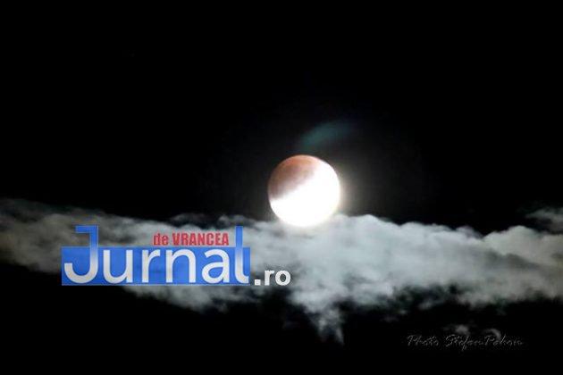 eclipsa de luna1 630x420 - FOTO: Cum s-a văzut eclipsa parțială de Lună în Vrancea
