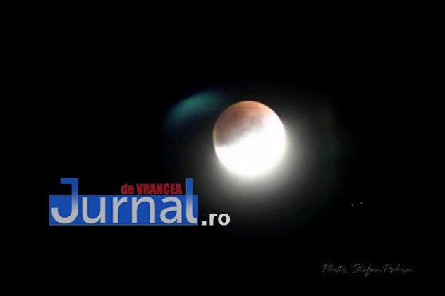 eclipsa de luna2 631x420 - FOTO: Cum s-a văzut eclipsa parțială de Lună în Vrancea