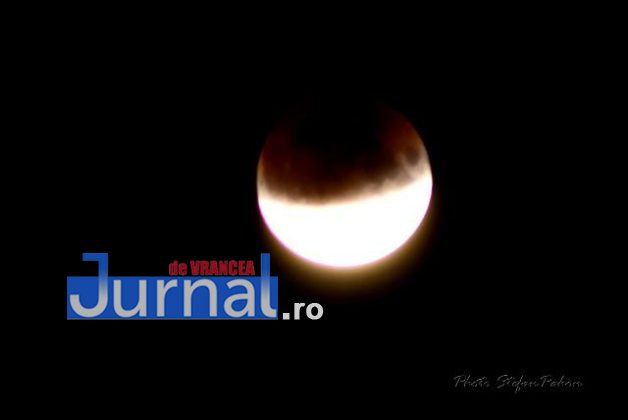 eclipsa de luna3 628x420 - FOTO: Cum s-a văzut eclipsa parțială de Lună în Vrancea