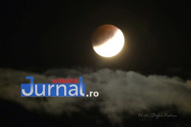 eclipsa de luna4 630x420 - FOTO: Cum s-a văzut eclipsa parțială de Lună în Vrancea