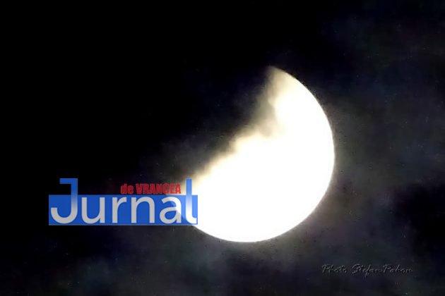 eclipsa de luna5 630x420 - FOTO: Cum s-a văzut eclipsa parțială de Lună în Vrancea