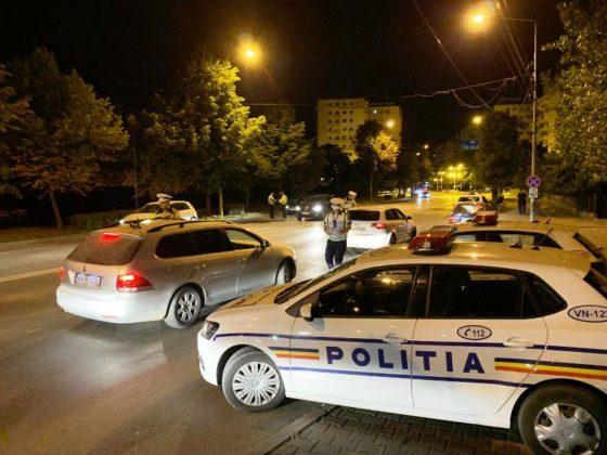 razie noapte politie focsani 1 560x420 - FOTO-VIDEO: Razie de amploare, sâmbătă noapte, printre șoferii din Focșani