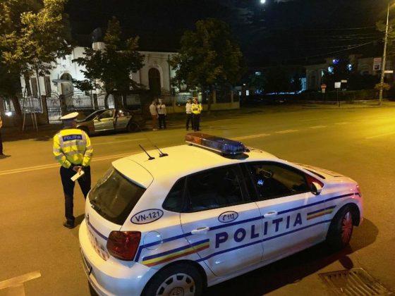 razie noapte politie focsani 9 560x420 - FOTO-VIDEO: Razie de amploare, sâmbătă noapte, printre șoferii din Focșani