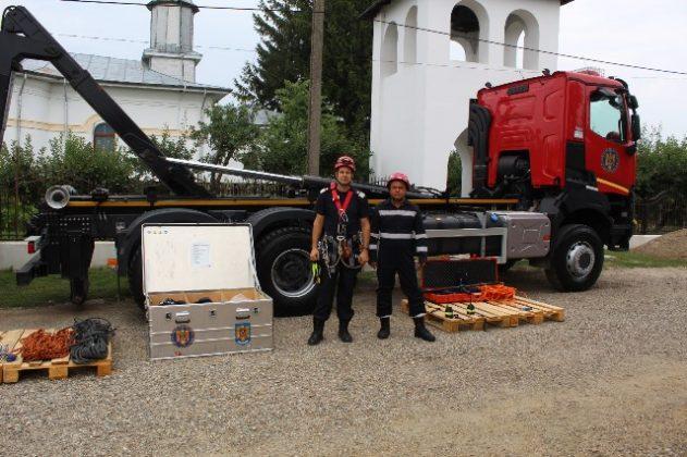 statia de pompieri vulturu 3 631x420 - FOTO: Triplu motiv de sărbătoare pentru pompierii vrânceni