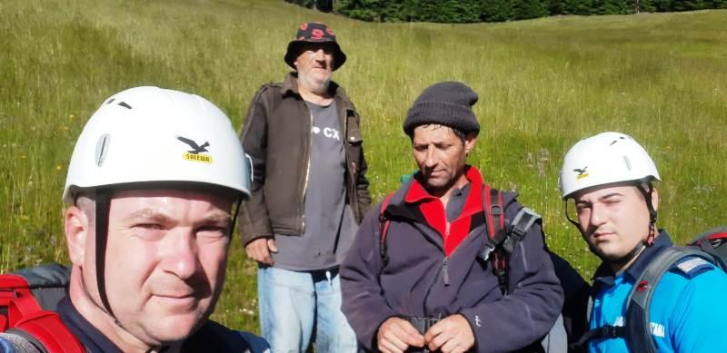 turiusti rataciti 2 - FOTO: Turiști căutați și salvați de jandarmii montani în Cheile Tișiței