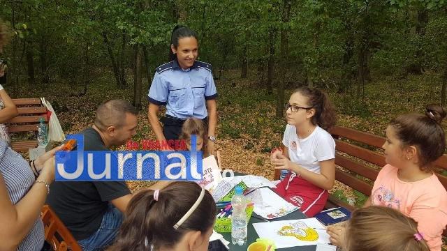 activitati de prevenire si informare a copiilor politisti ipj vrancea6 - FOTO: Polițiștii s-au jucat cu copiii pentru ca cei mici să învețe regulile de circulație