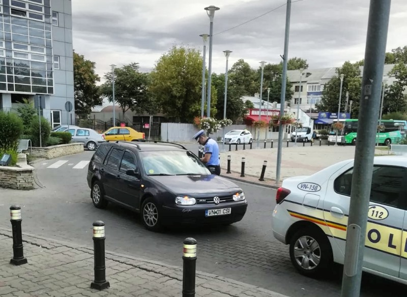 """actiune politie gara focsani 2 - FOTO: """"CLEAN STATIONS"""" - Acțiune a polițiștilor în gările din județ"""
