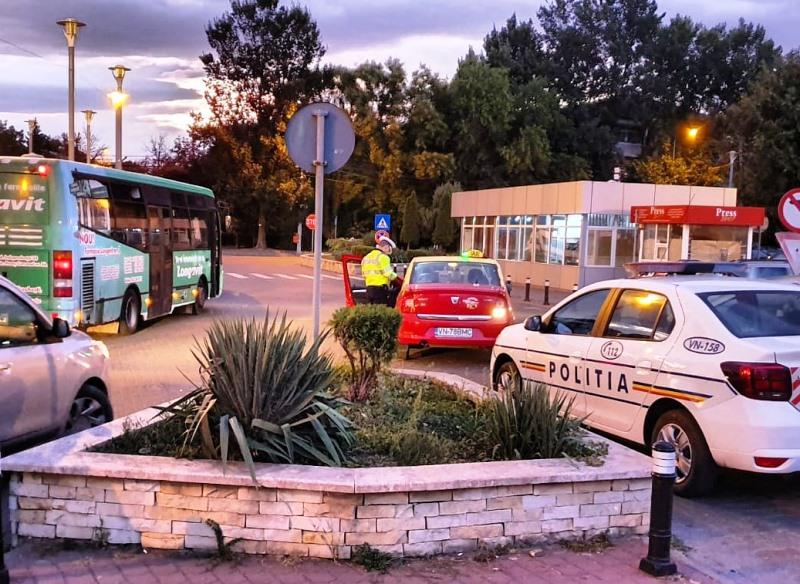 """actiune politie gara focsani 3 - FOTO: """"CLEAN STATIONS"""" - Acțiune a polițiștilor în gările din județ"""