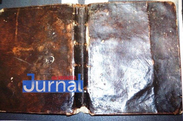 carte de 200 de ani biblioteca duiuliu zanfirescu2 - FOTO: O carte de aproape 200 de ani de la biblioteca din Vrancea, clasată în patrimoniul național