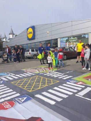 educatie rutiera politisti2 315x420 - FOTO: Lecții de educație rutieră oferite de polițiști copiilor