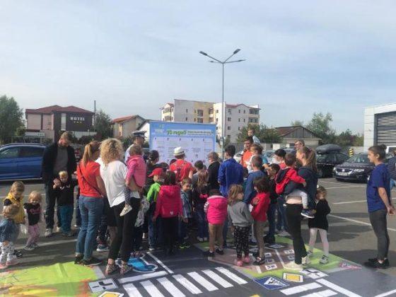 educatie rutiera politisti9 560x420 - FOTO: Lecții de educație rutieră oferite de polițiști copiilor
