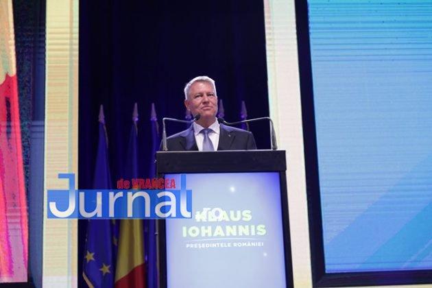 kalus iohannis campanie prezidentiale10 630x420 - FOTO-VIDEO: Klaus Iohannis a început în forță bătălia pentru un nou mandat. A fost întâmpinat cu entuziasm de oameni care s-au înghesuit să dea mâna cu el