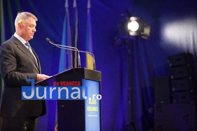 kalus iohannis campanie prezidentiale12 630x420 - FOTO-VIDEO: Klaus Iohannis a început în forță bătălia pentru un nou mandat. A fost întâmpinat cu entuziasm de oameni care s-au înghesuit să dea mâna cu el