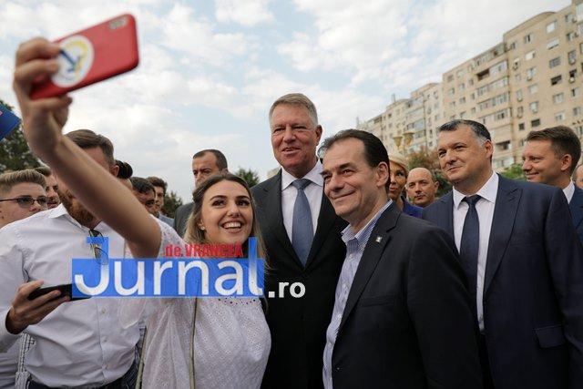 kalus iohannis campanie prezidentiale2 - FOTO: Peste 50.000 de vrânceni au votat pentru susținerea lui Klaus Iohannis