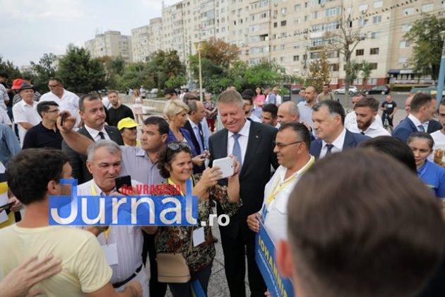 kalus iohannis campanie prezidentiale3 630x420 - FOTO-VIDEO: Klaus Iohannis a început în forță bătălia pentru un nou mandat. A fost întâmpinat cu entuziasm de oameni care s-au înghesuit să dea mâna cu el