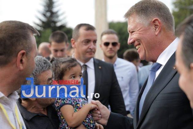 kalus iohannis campanie prezidentiale7 630x420 - FOTO-VIDEO: Klaus Iohannis a început în forță bătălia pentru un nou mandat. A fost întâmpinat cu entuziasm de oameni care s-au înghesuit să dea mâna cu el